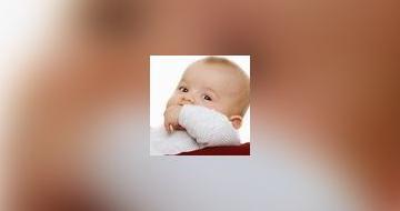 Bebe qui avale boucle d'oreille