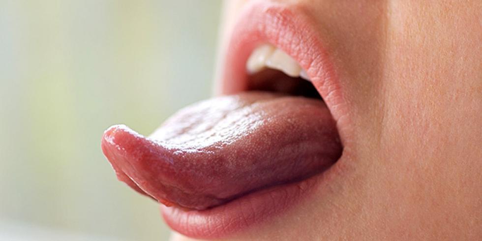 petit bouton noir sur la langue
