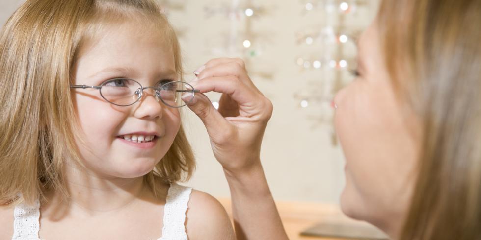 72bf9bd8d2d31c Les lunettes pour bébés ou enfants doivent être bien adaptées à leur  morphologie. Par ailleurs, plus elles lui plairont, plus il les portera  volontiers.