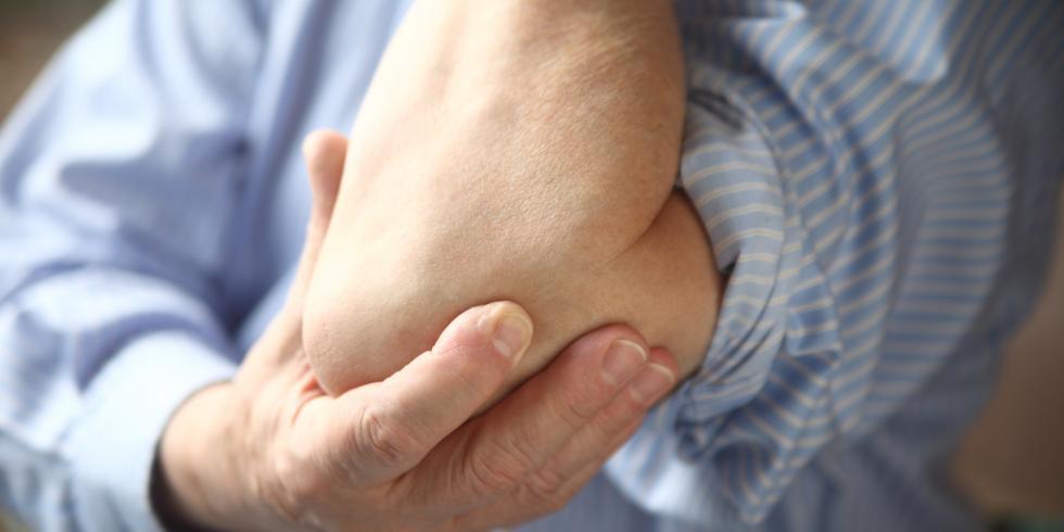 Mal au coude : quels sont les symptômes de l'épicondylite ? e-sante ...