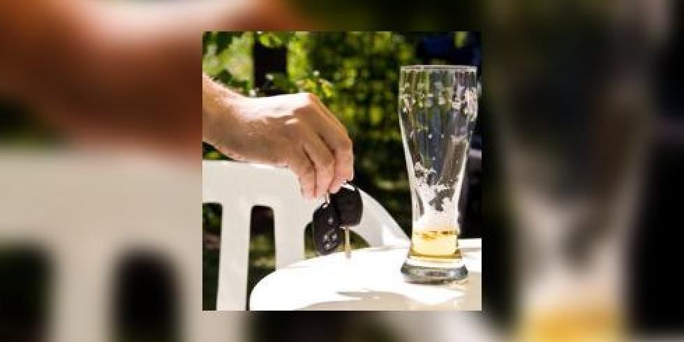 alcool au volant m me une petite quantit d 39 alcool augmente le risque d 39 accident de la route. Black Bedroom Furniture Sets. Home Design Ideas