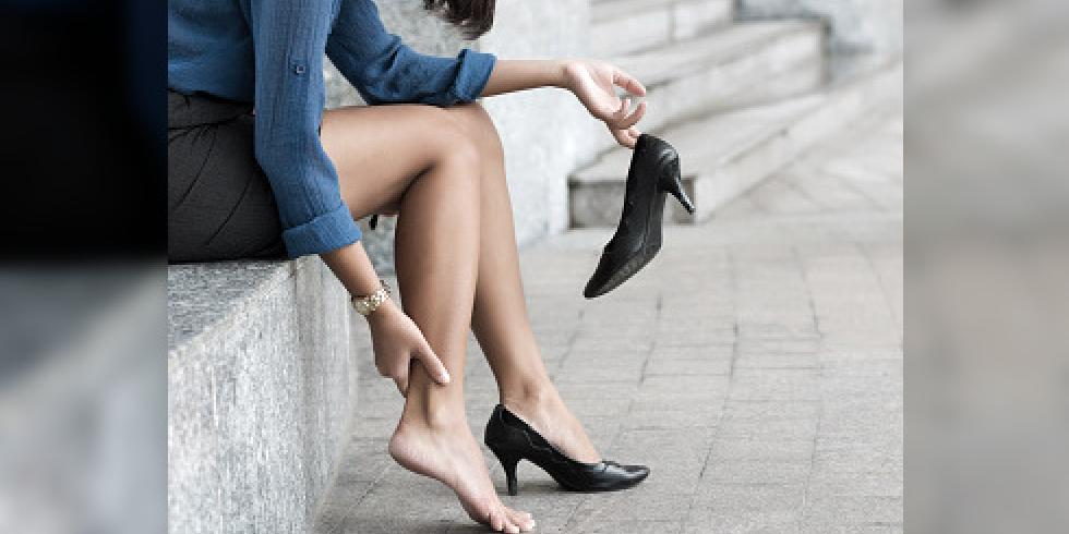 Le microorganisme végétal sur le pied des pieds les symptômes